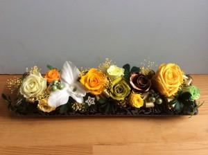 結婚50年の  御両親にとプレゼントのプリザーブドフラワー  ブロンズ色のお花を入れてみました。?